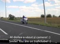Poliția pe autostrada soarelui pe contrasens pe acostament
